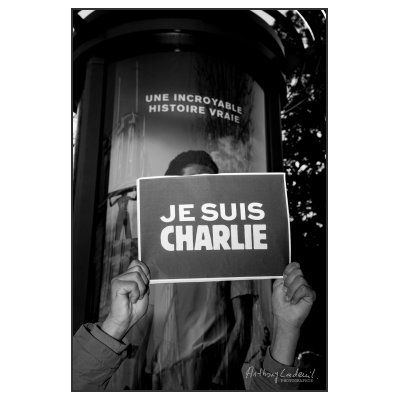 Photo Et pourtant…. Prise sur le vif, l'incroyable histoire de Charlie. Bordeaux, défilé à la sui…