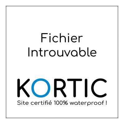 portrait noir et blanc d'un enfant faisant une grimace