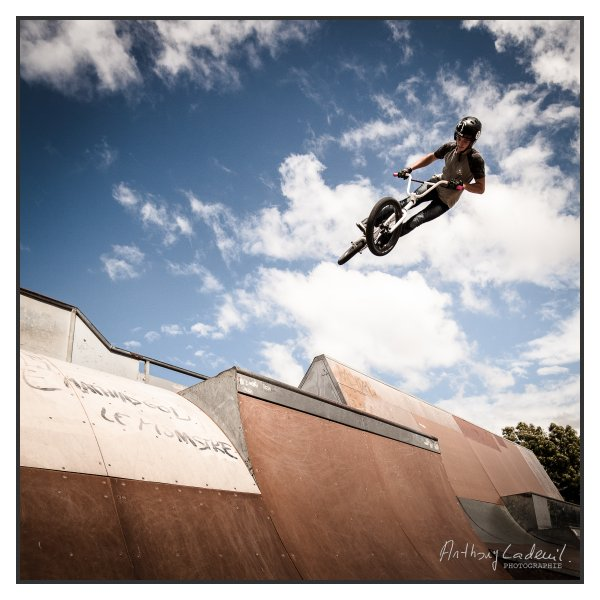 Photo BMX a la volee. Skatepark de Bordeaux, juin 2020